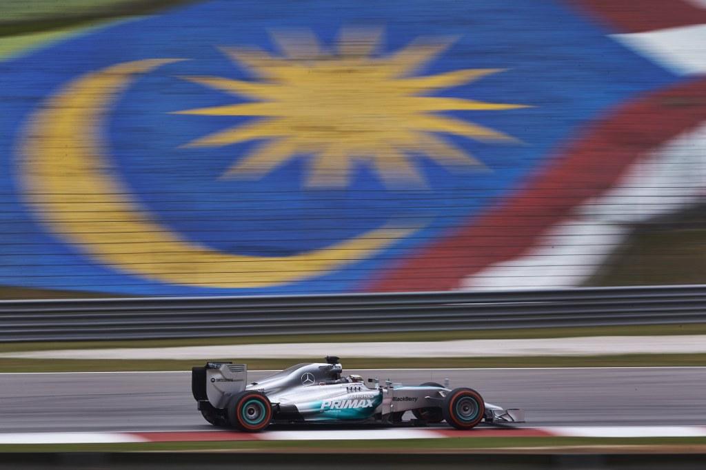 Hamilton dominantno pobijedio u Maleziji