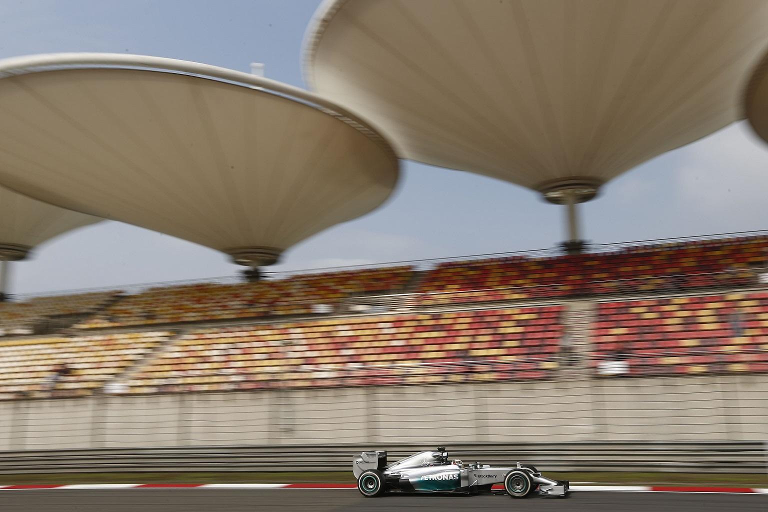 Hamilton na pole positionu za VN Kine