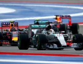 Lewis Hamilton, Mercedes; Daniil Kvjat, Red Bull