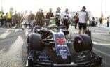 Bivši svjetski prvak Jenson Button se priprema pred start svoje poslednje F1 utrke, VN Abu Dhabija.